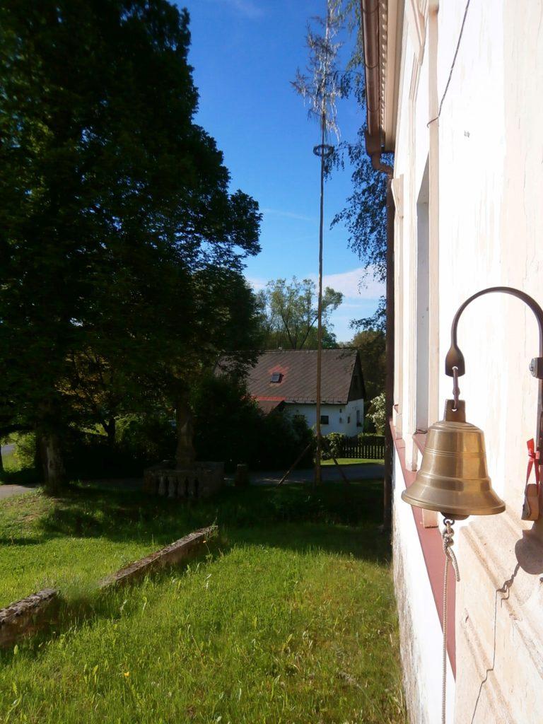 Zvonček na škole Deskách.